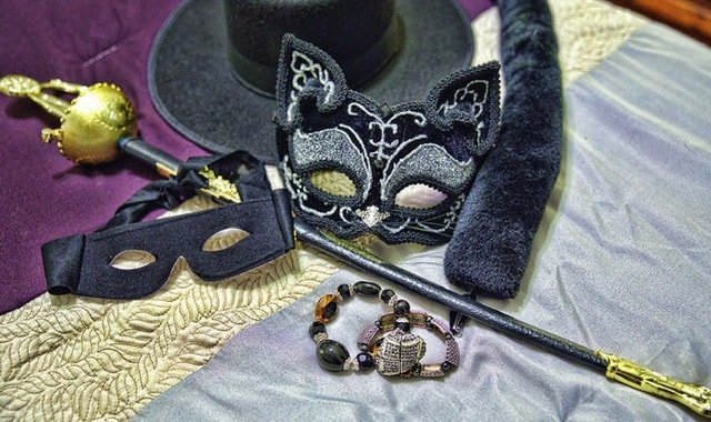 Catwoman accessories for halloween costume